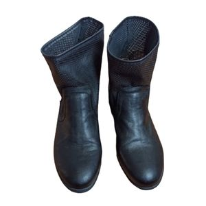 Cougar Boots Size 10